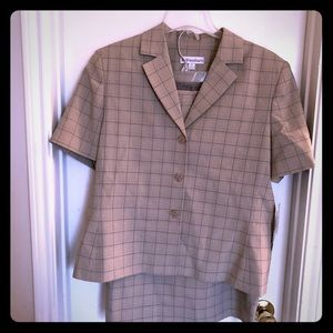 Dress barn woman's two-piece skirt suit Plaid NWT